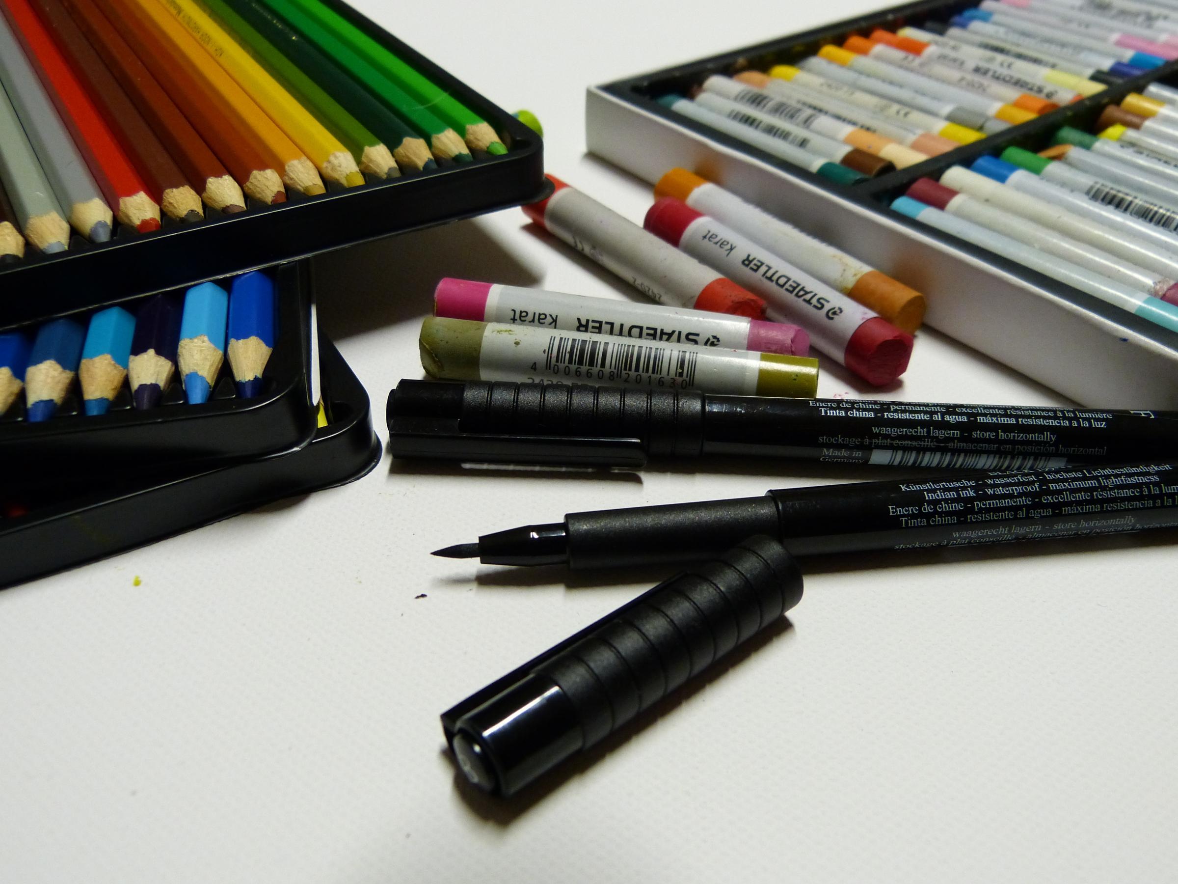 Acrylfarben in Kombination mit vier Spezial…